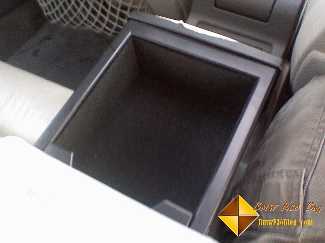 photos rear seat arm rest cupholders rear seat arm rest cupholders 01