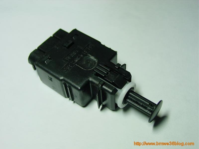 photos replace e36 brake switch photo1
