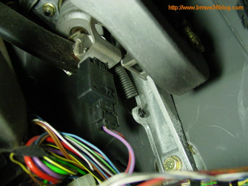 photos replace e36 brake switch photo6