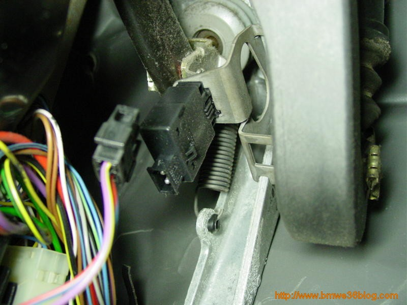 photos replace e36 brake switch photo7